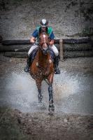 Reiter im Wassergraben