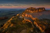 Basaltformation im letzten Sonnenlicht